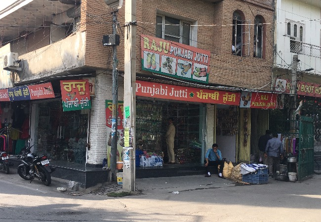 Shastri Nagar Market Ludhiana gedhi route  post 6